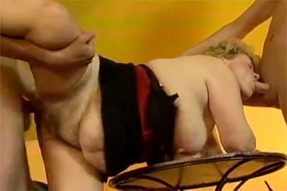 Dreiersex mit alter Dreiloch Stute ganz privat gefilmt