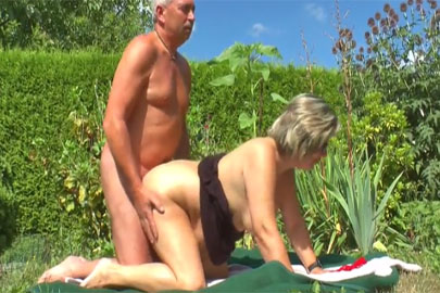 Rentnersex outdoor mit alter Oma