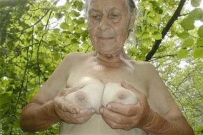 Hardcore Omas zeigen sich nackt und in voller Pracht