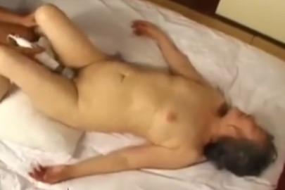 Alte Oma Pornos mit Asia Oma