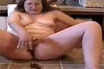Kaviarsex Film mit Oma beim scheissen im Hotel