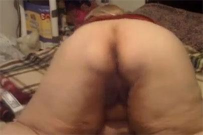 Oma beim Arsch ficken vor der Cam geht heftig ab