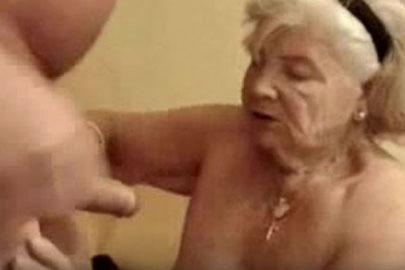 Granny macht die Beine breit – auch im hohen Alter