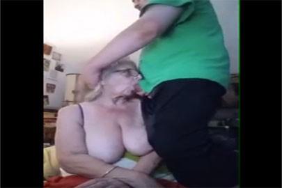 Omaficker fickt Oma mitten ins Gesicht